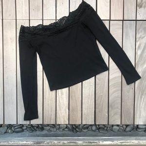 DIVIDES Black Long Sleeve Ribbed Lace Neckline Top